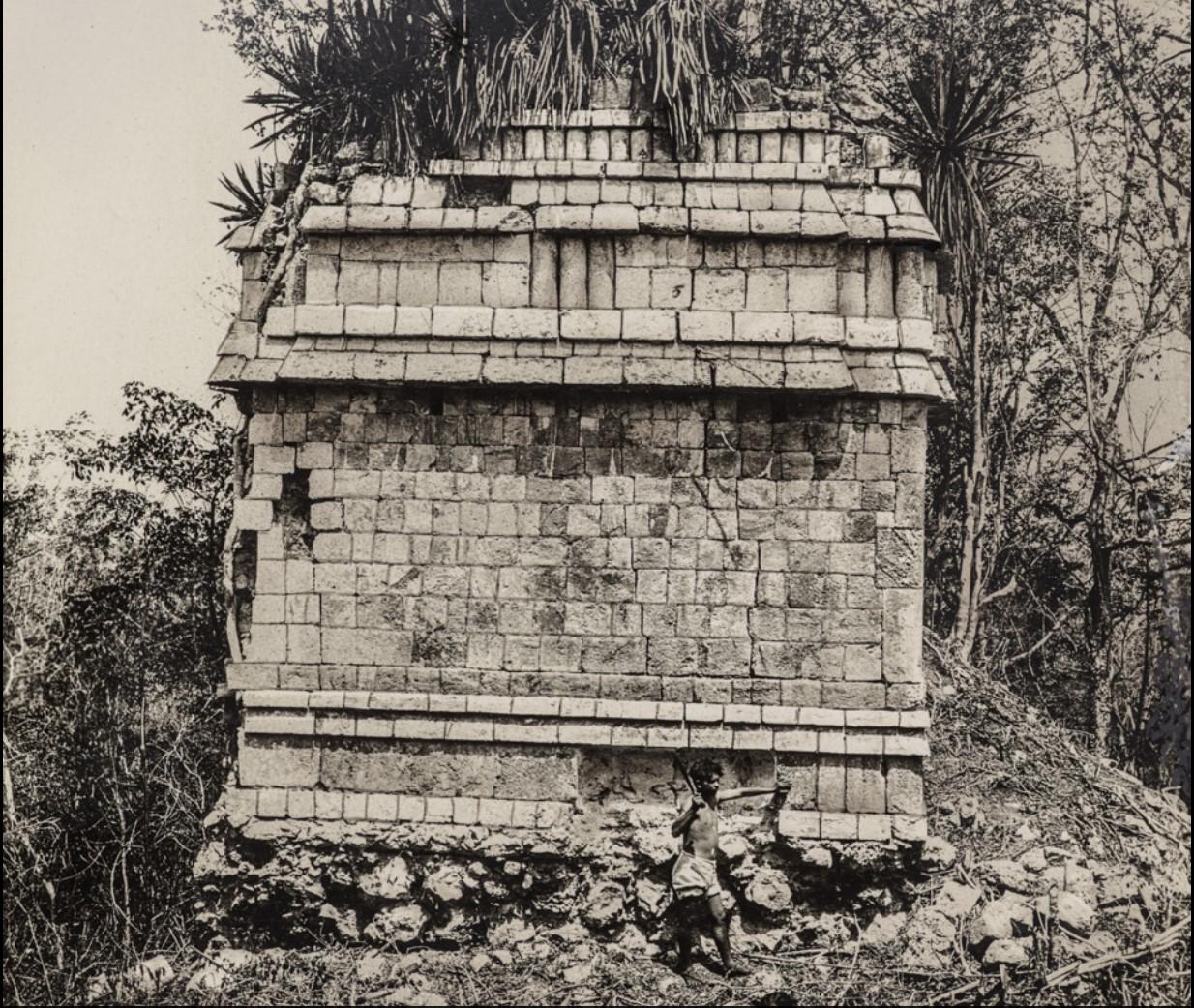 02. Развалины здания в руинах майя Дзебкабун