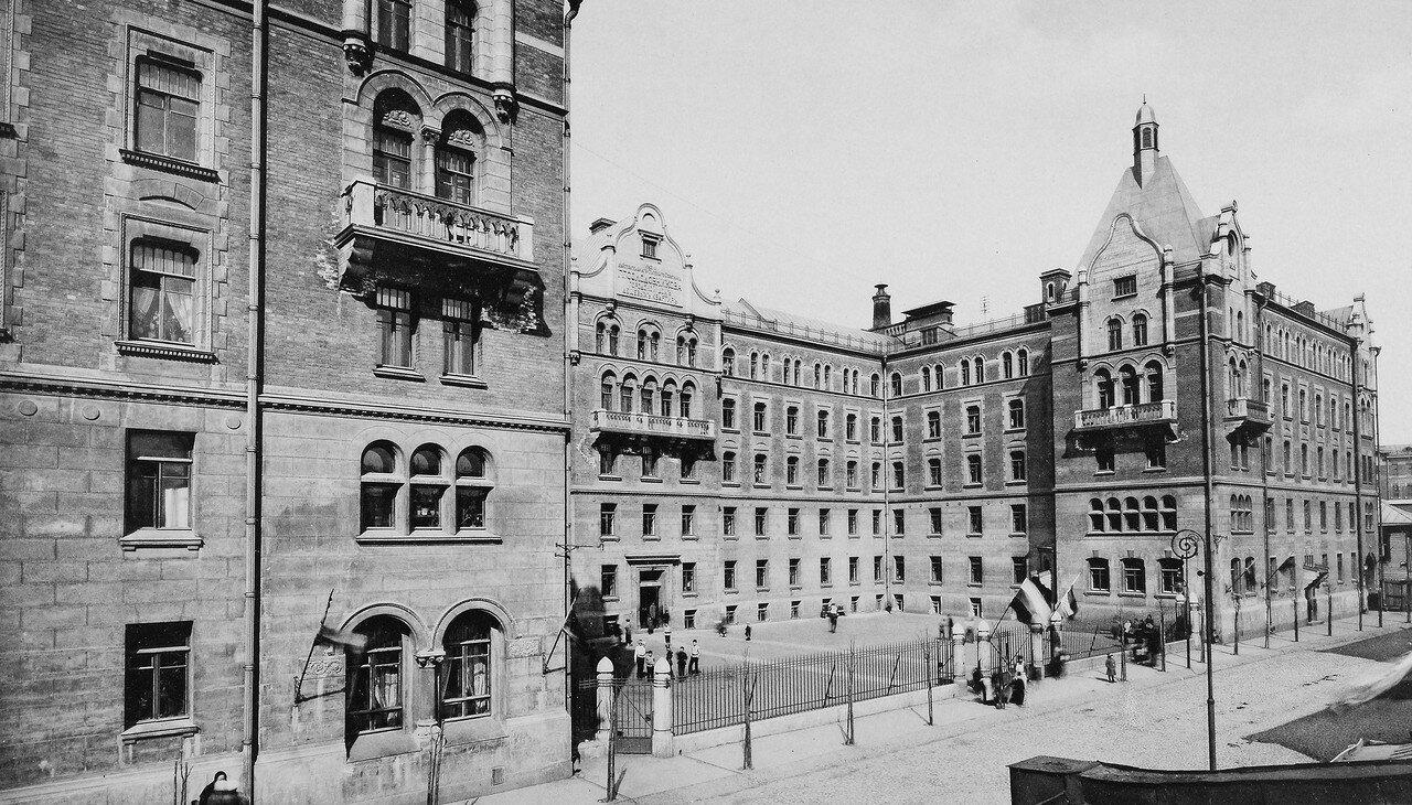 Дома дешёвых квартир имени Г. Г. Солодовникова на 2-й Мещанской улице. Дом для семейных. 1913