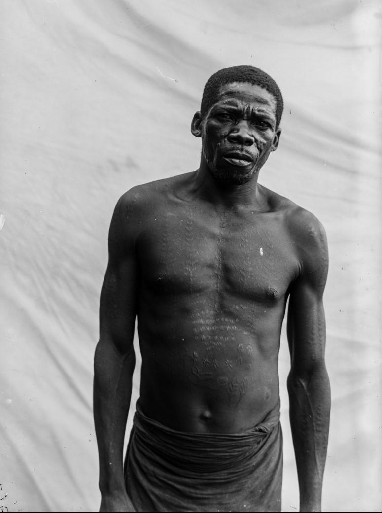 05. Антропометрическое изображение мужчины маконде
