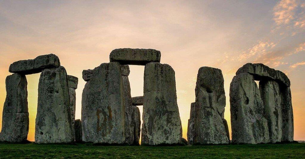 stonehenge-circle-pink-sky-1024x533.jpg