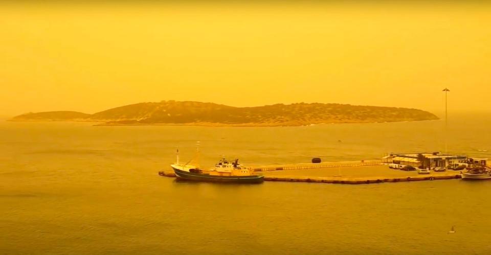Крит окрасился в оранжевый цвет