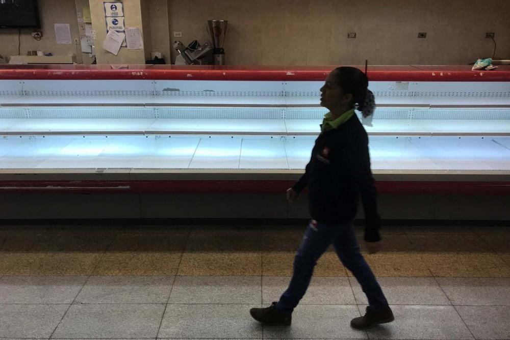 Пустые полки супермаркетах Венесуэлы