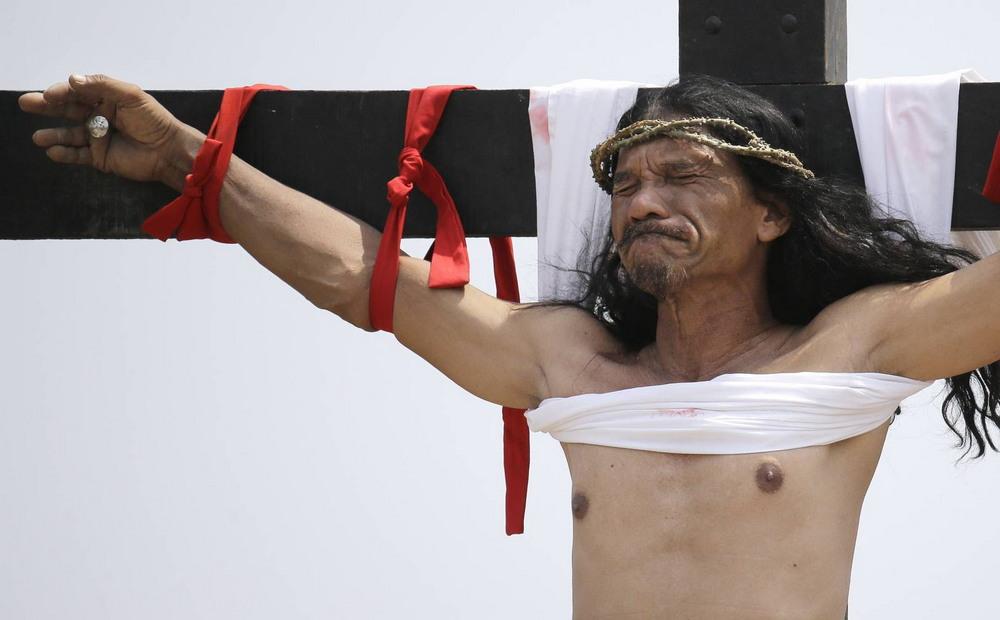 58-летнего филиппинца распинают 32 года