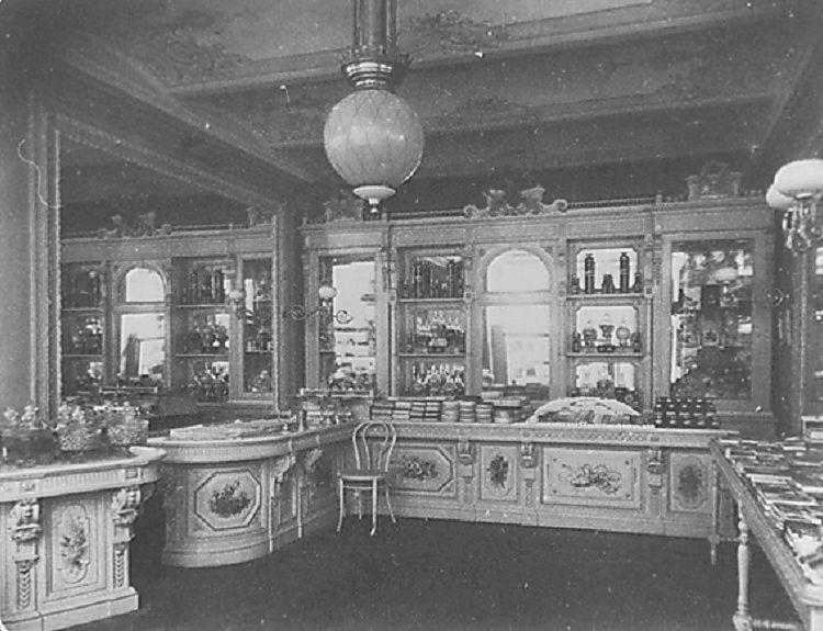 Интерьер одного из магазинов в Пассаже Солодовникова, нач. 20 века