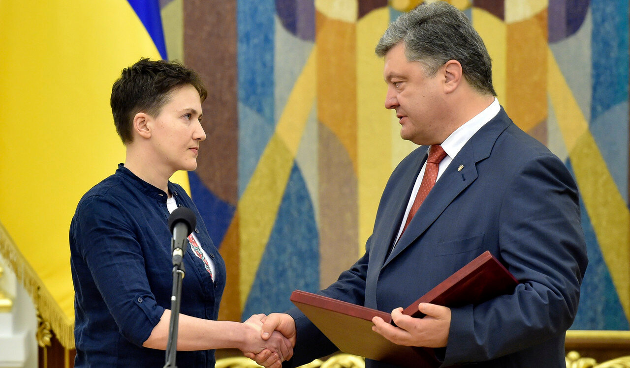 Порошенко присвоил Савченко звание Героя Украины