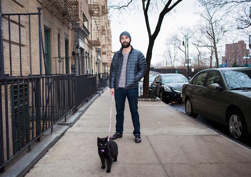 """0 1810cf cf2a8878 orig - Фотоподборка на тему """"Одинокие мужчина со своими котами"""""""