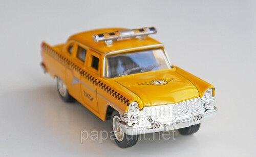 Модель коллекционная Чайка ГАЗ-13 Такси