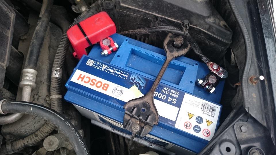 Аккумулятор спалил проводку автомобиля клиента. Будни магазина автозапчастей.