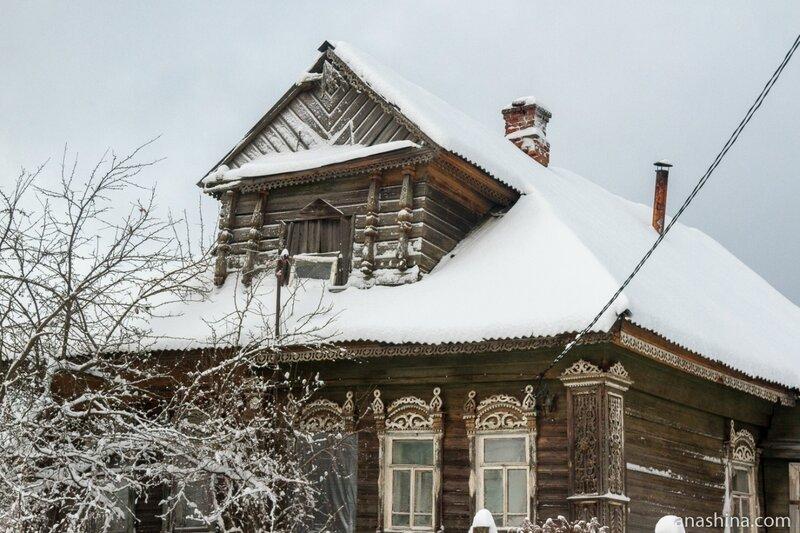 Дом с резными наличниками и мезонином, Ярославская область