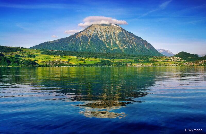 собственная пирамида озера Тун