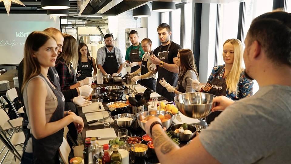 встраиваемые холодильники и морозильники в Краснодаре, встраиваемая техника для кухни в салоне