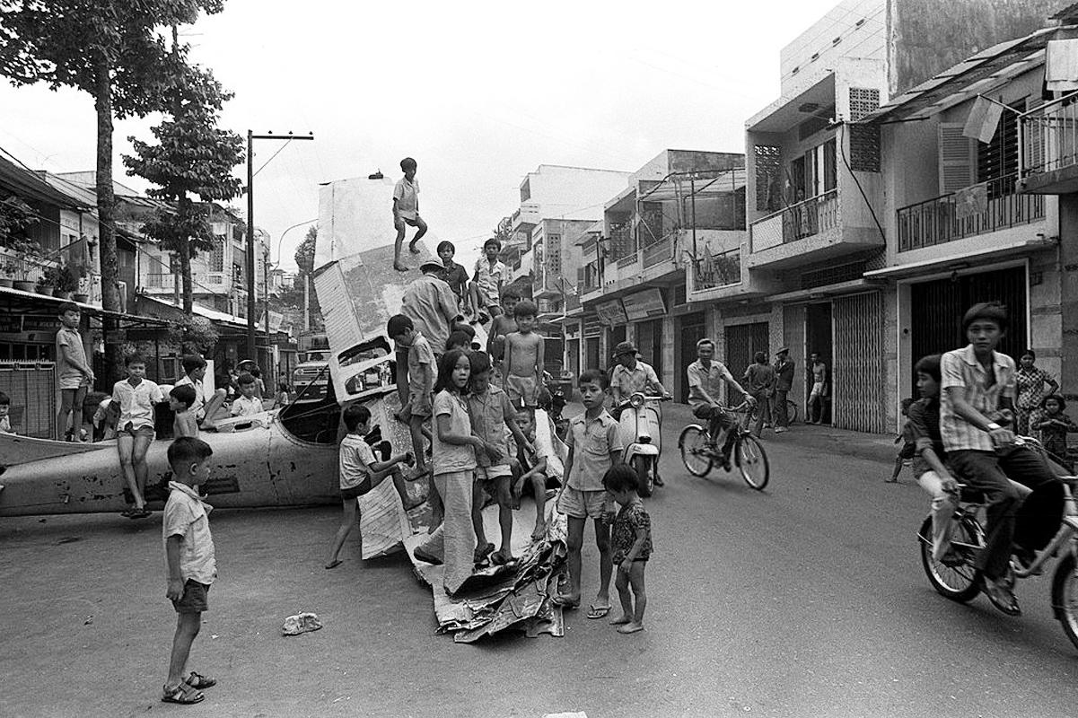 Уличная сцена 1 июля 1975