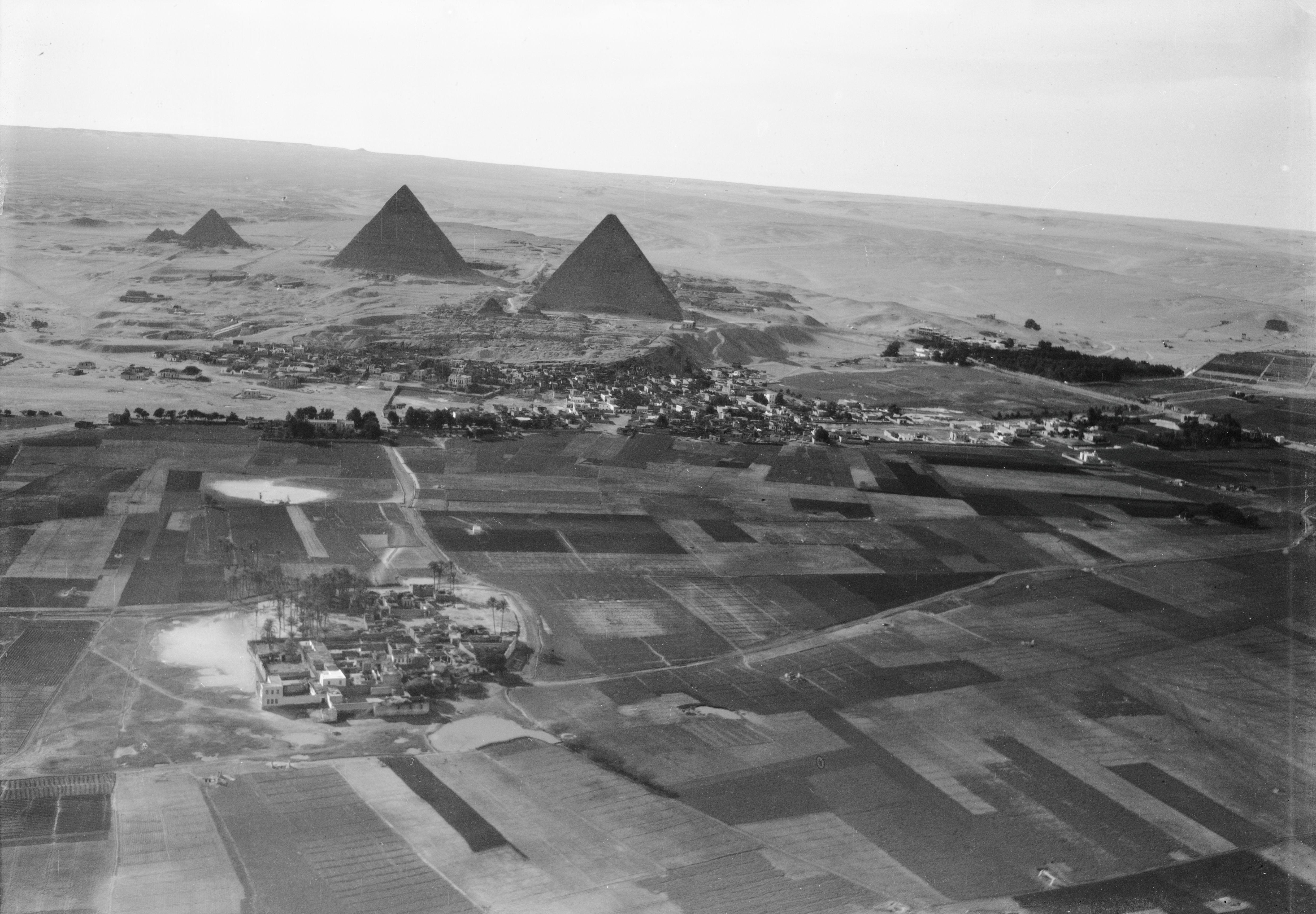 Гиза с пирамидами с высоты 400 м. 1930