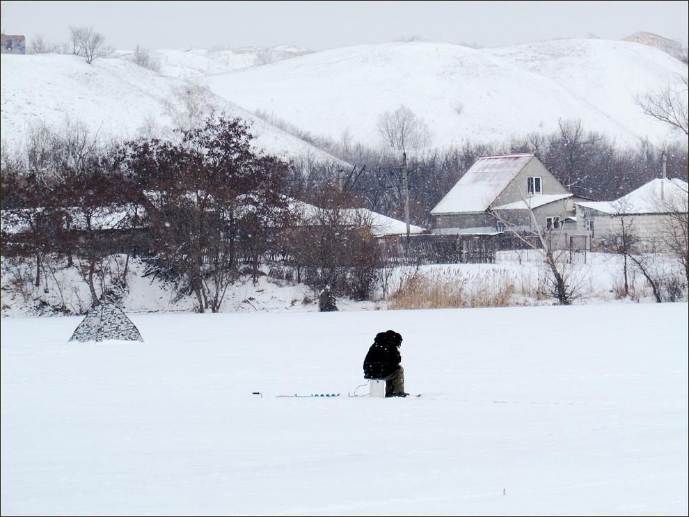 зима 2015 рыбак на р Осколец