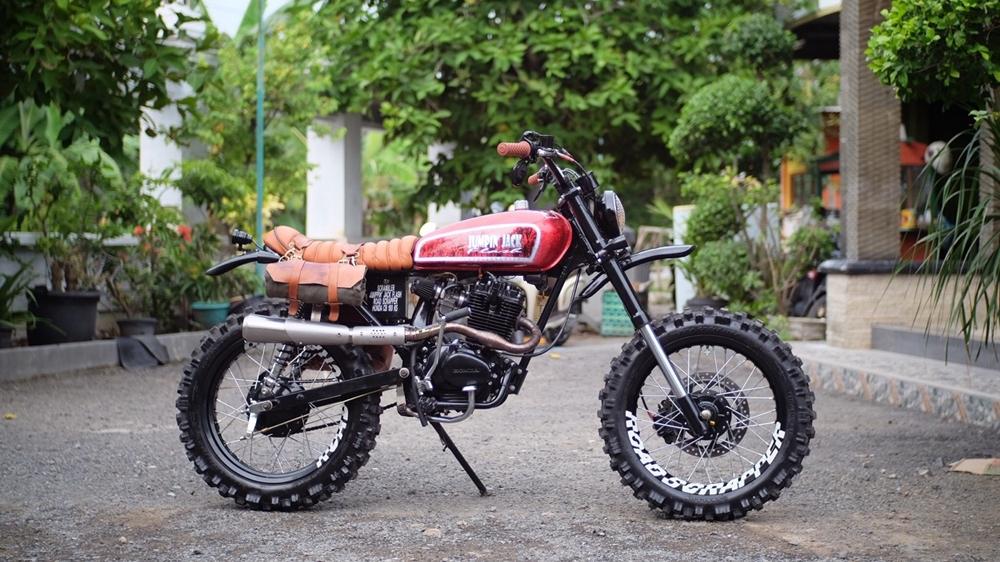 Скрэмблер Honda CB100K5