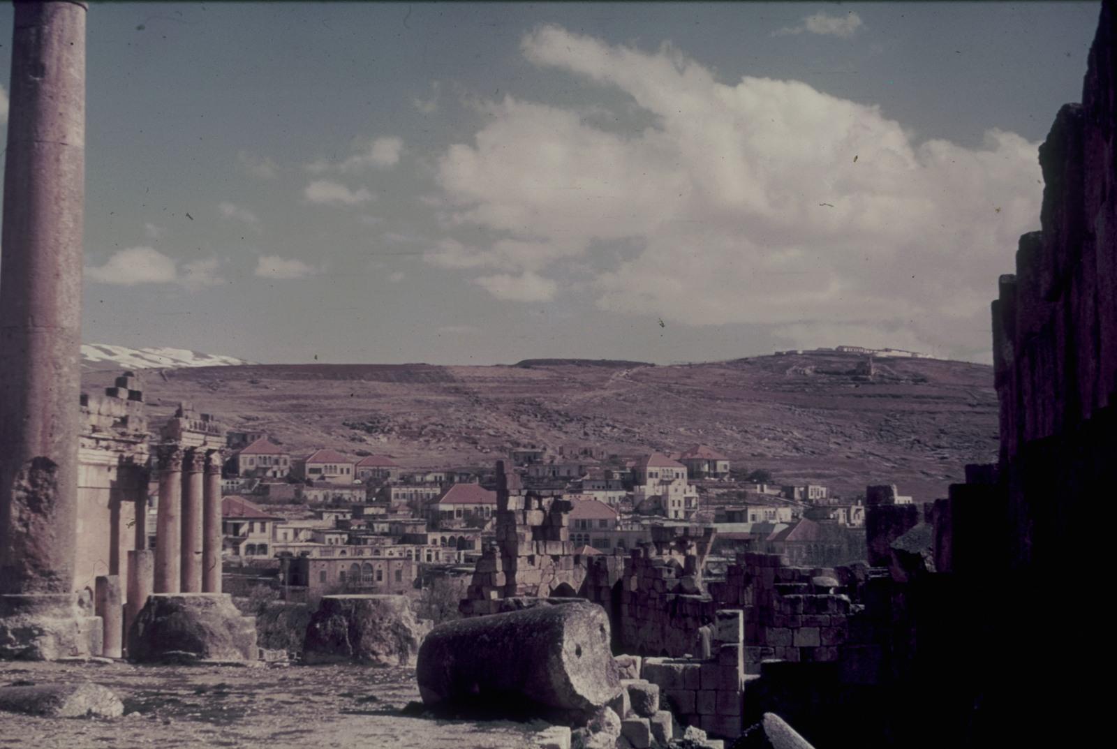 Акрополь (с правой стороны часть Одеона Герода Аттика)