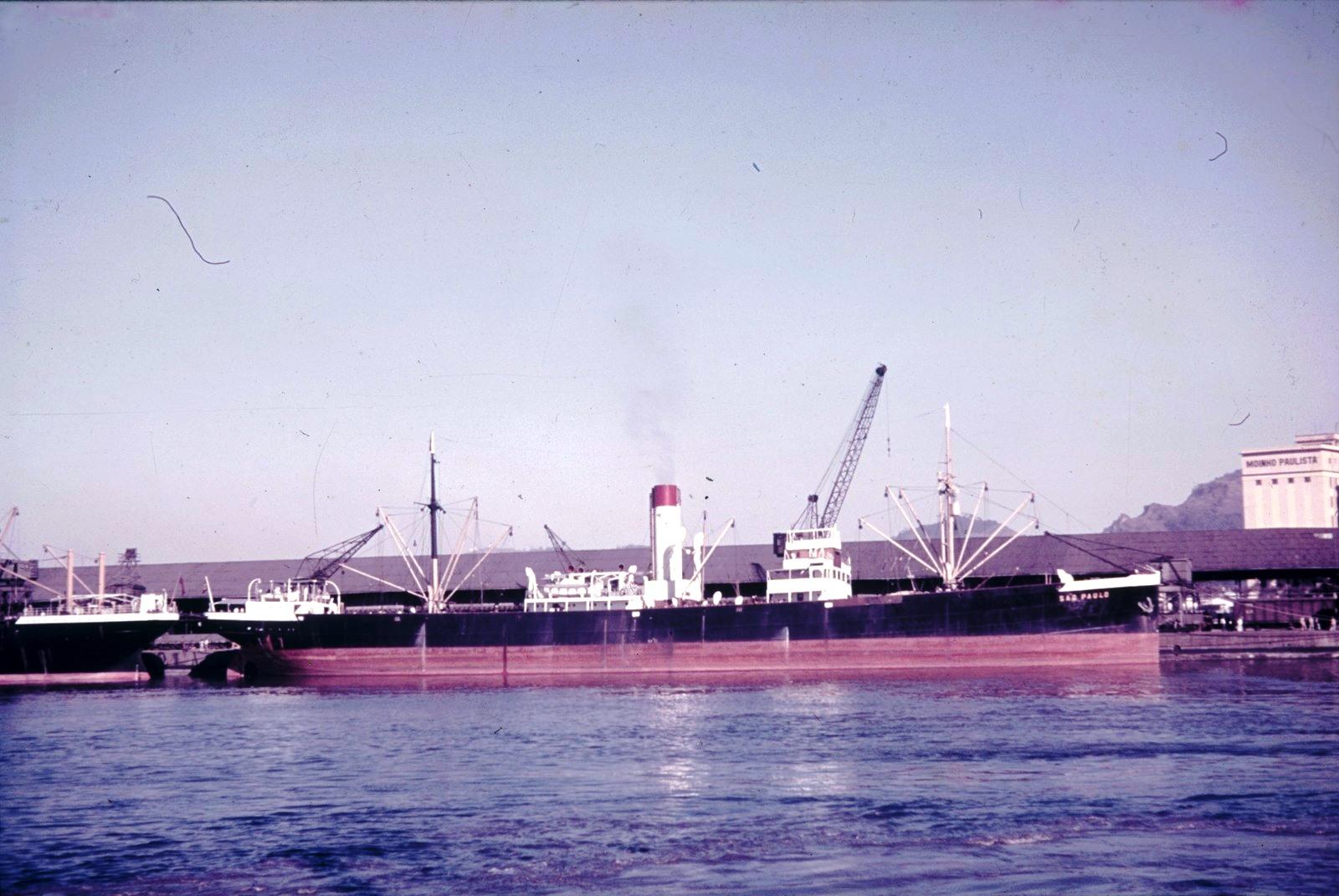 Грузовое судно «Сан-Паулу» в порту Сантус