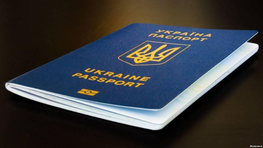 Рада поддержала законопроект, который позволяет переселенцам оформлять паспорт по месту жительства