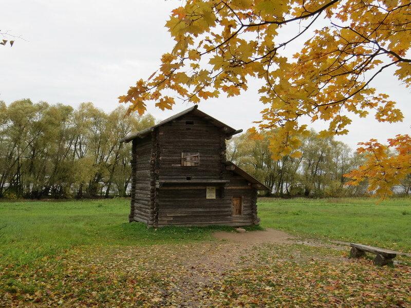 Осенний пейзаж в Витославлицах в Великом Новгороде