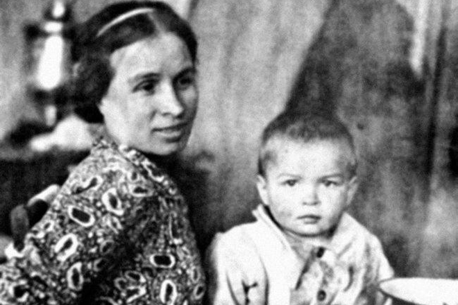 «Летающий татарин» Рудольф Нуреев: 10 фактов о легендарном танцовщике (10 фото)