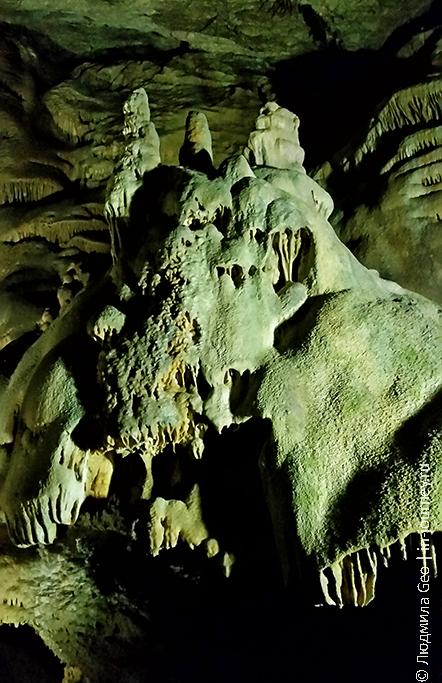 Новоафонская пещера внутри