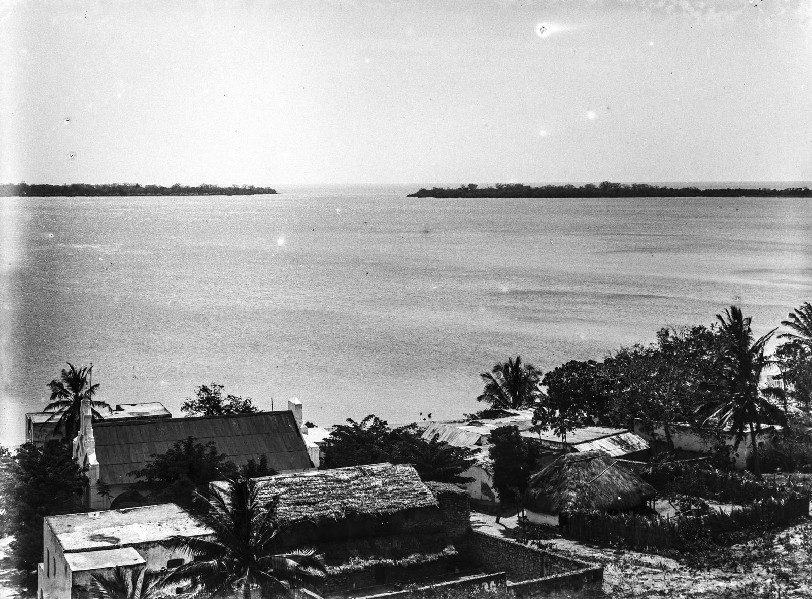 173. Вид на залив и поселок