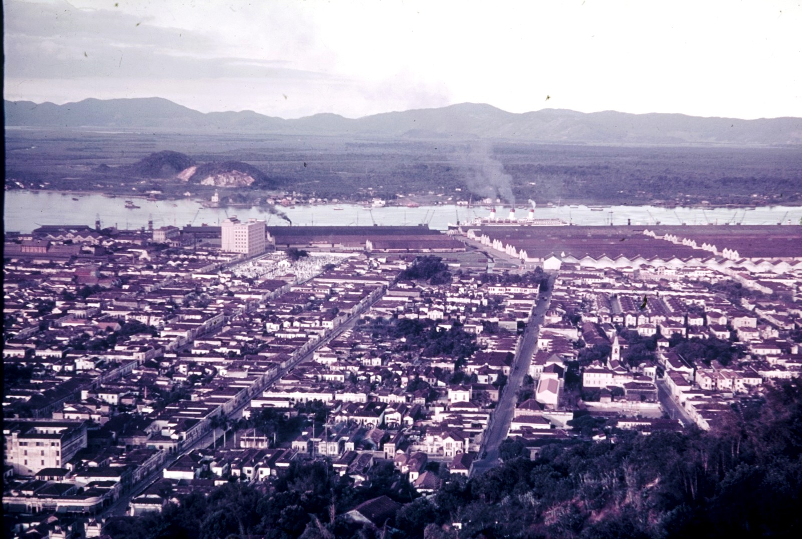 Сантус. Панорама города и гавани со вставшей на «Cap Arcona»