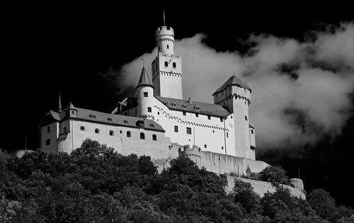 Замок Марксбург (нем. Marksburg)
