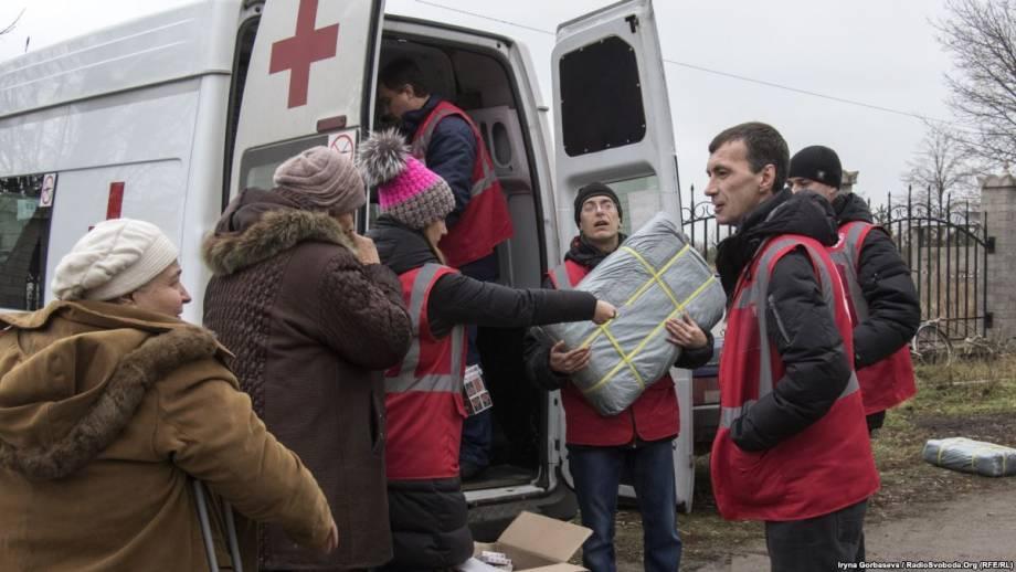 На оккупированные территории Донбасса отправились 9 грузовиков Красного Креста – Госпогранслужба
