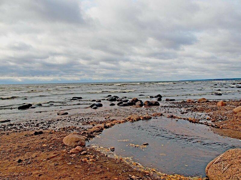Вода, облака и  берег