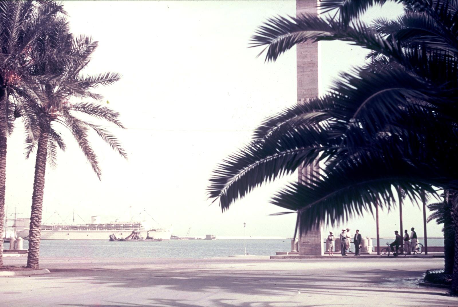 Триполи. Пассажирское судно в гавани