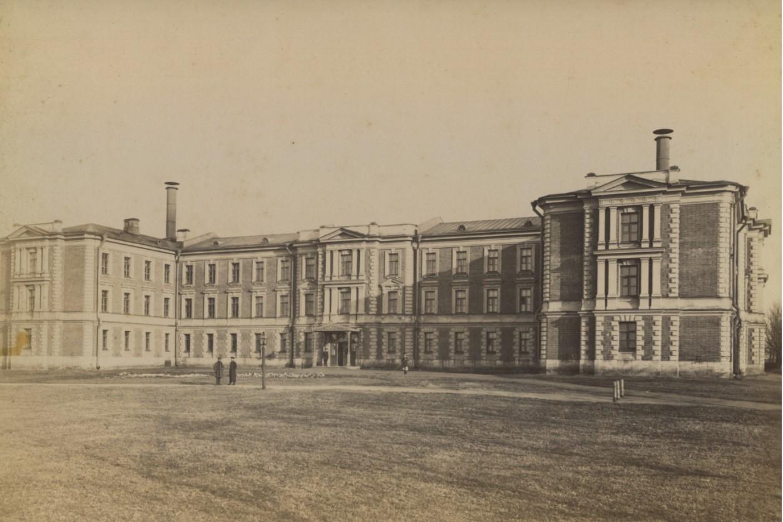 Общежитие студентов и помещения студенческих корпораций, издательства и клуба