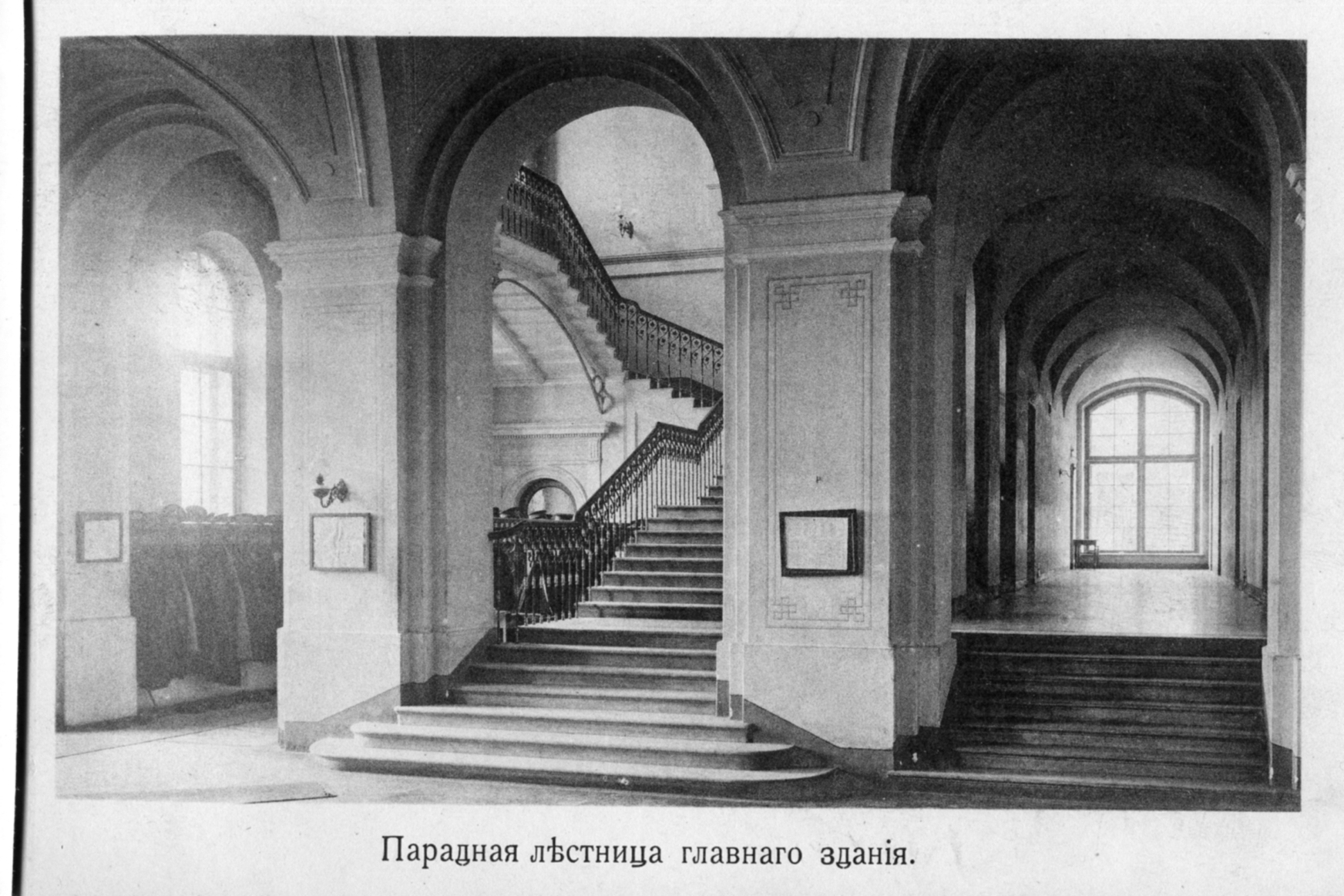 Парадный холл аудиторного корпуса