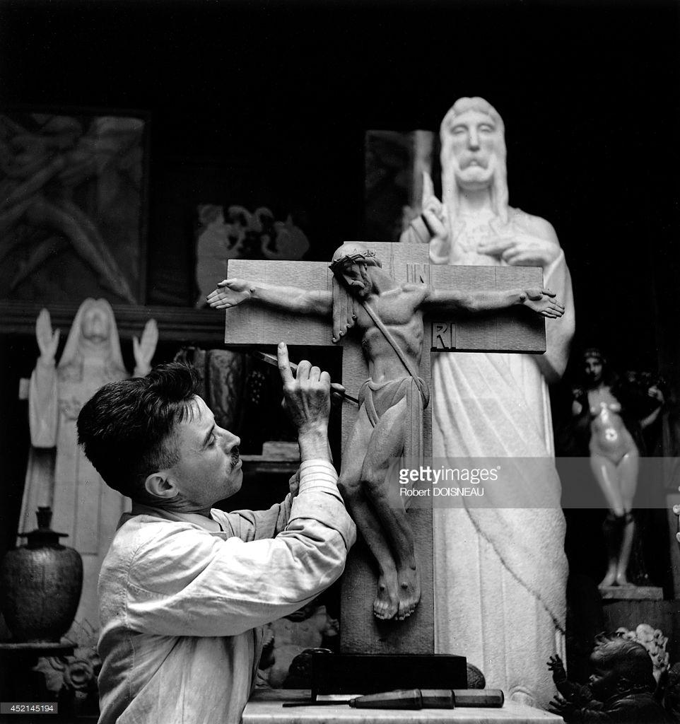 1943. Французский скульптор каталонского происхождения Ришар Гино