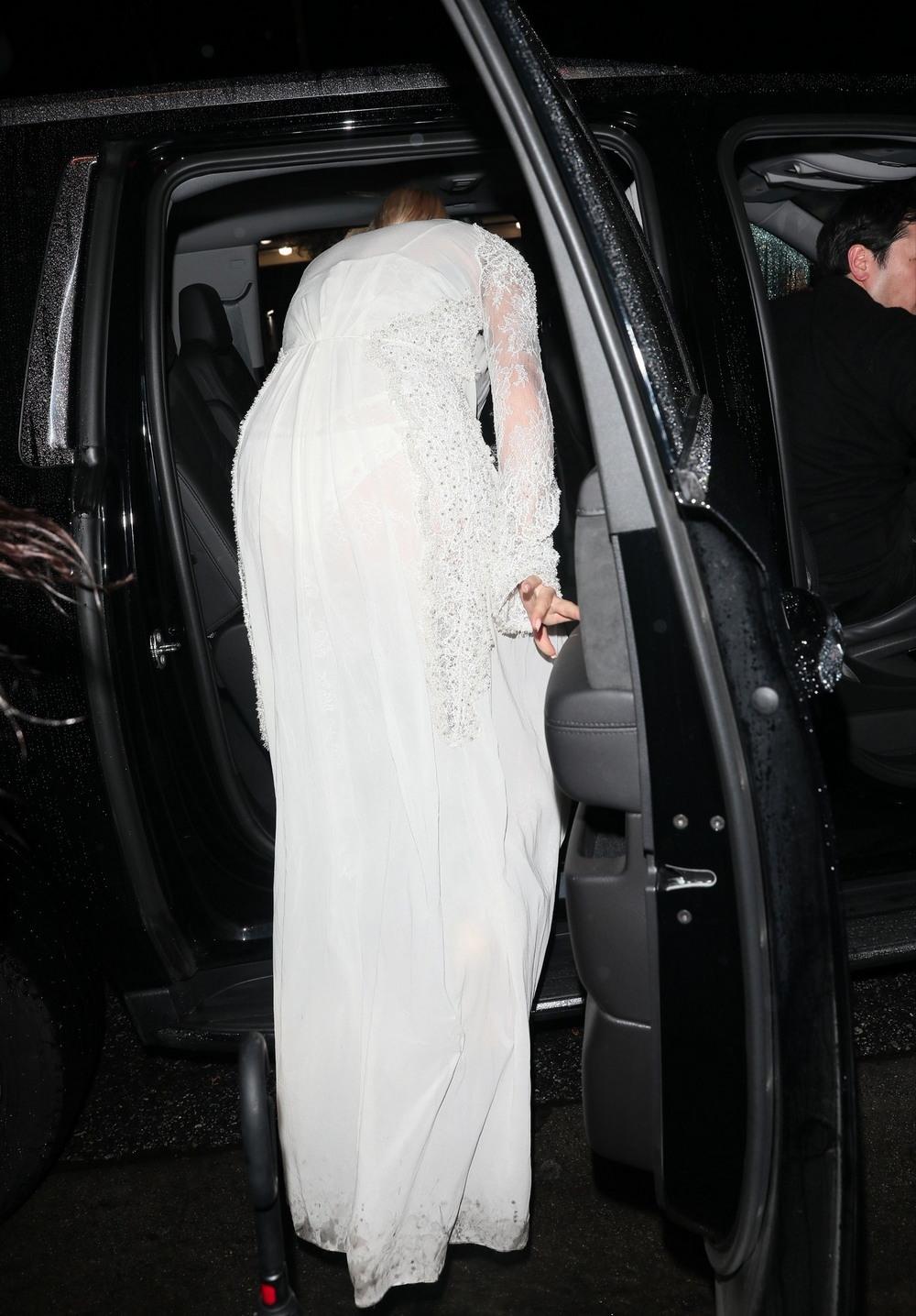 Рита Ора в просвечивающем платье