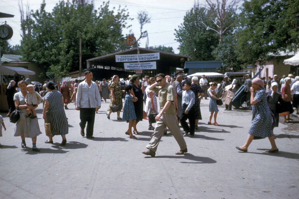 Alma-Ata, street scene