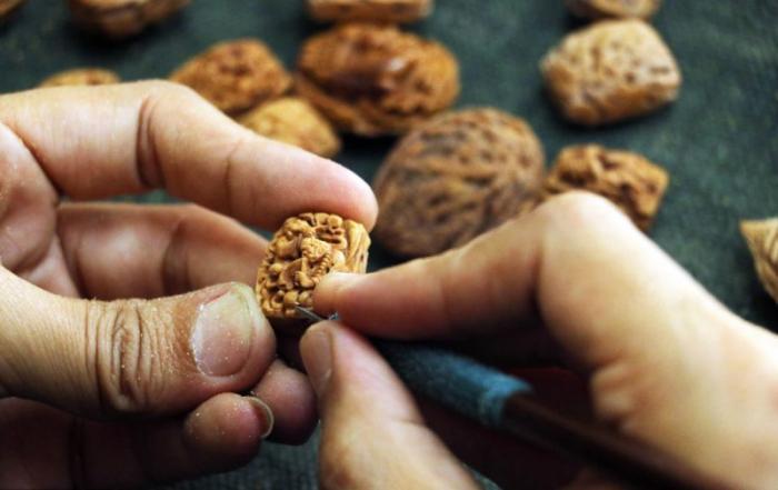 Арт из грецкого ореха