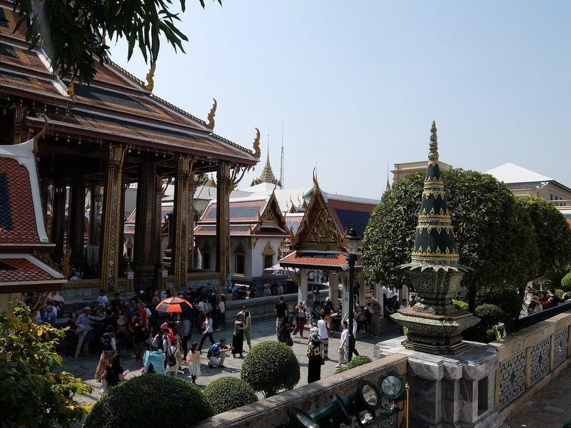Бангкок - В дворе Храма Изумрудного Будды