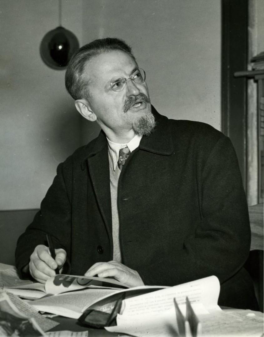 1937. Лев Троцкий. Портрет