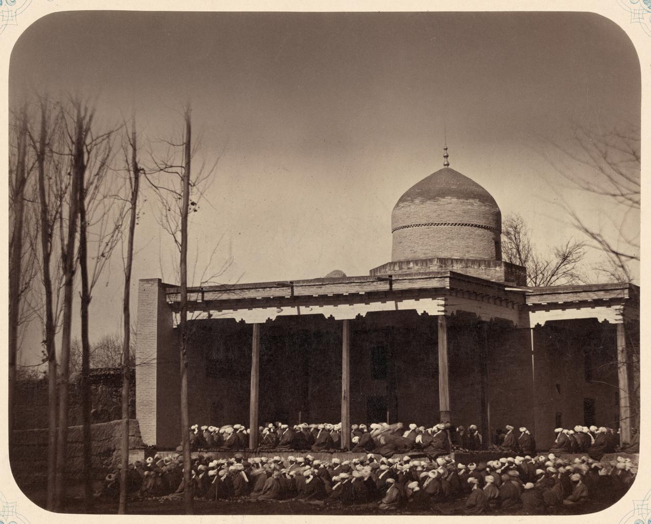 Общая молитва в годовые праздники и должностные лица при мечети. Общая молитва в праздник Курбан-байрама в Ташкенте