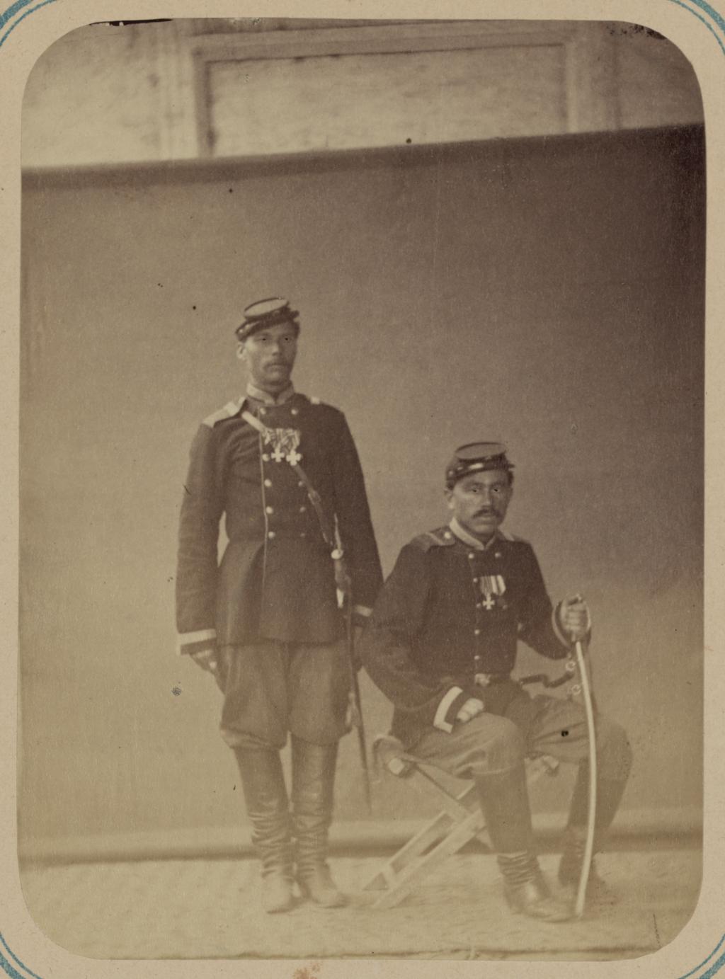 Георгиевские кавалеры, имеющие знаки отличия военного ордена. За взятие укрепления Джизак 18 октября 1866 г. Фейерверкеры Никуленко и Крестенко, 1-я Туркестанская артиллерийская бригада