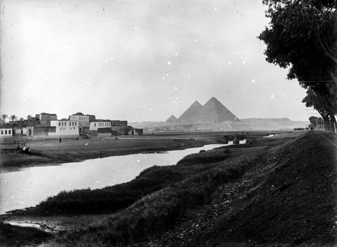 Вид на пирамиды Гизы