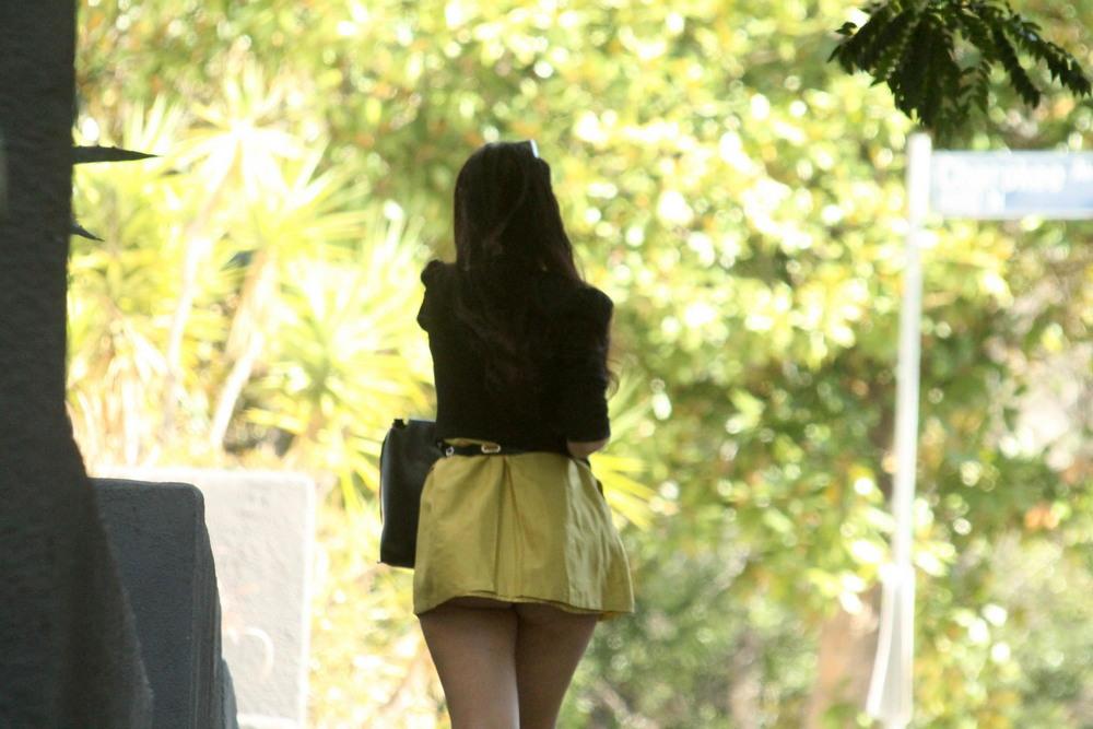 Наташа Бласик в коротеньком платье