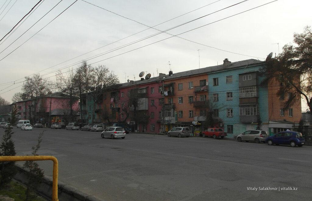 Разноцветный дом Ош