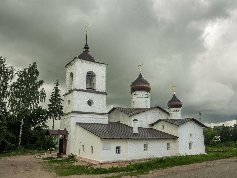 Никольская церковь на острове в Острове.