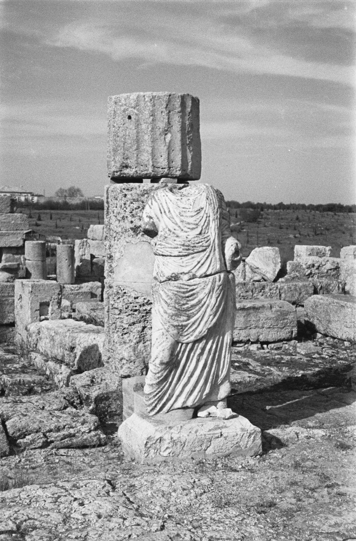 Обезглавленная статуя