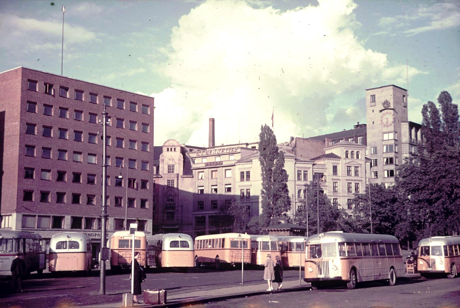Осло, Ратушная площадь. Автовокзал