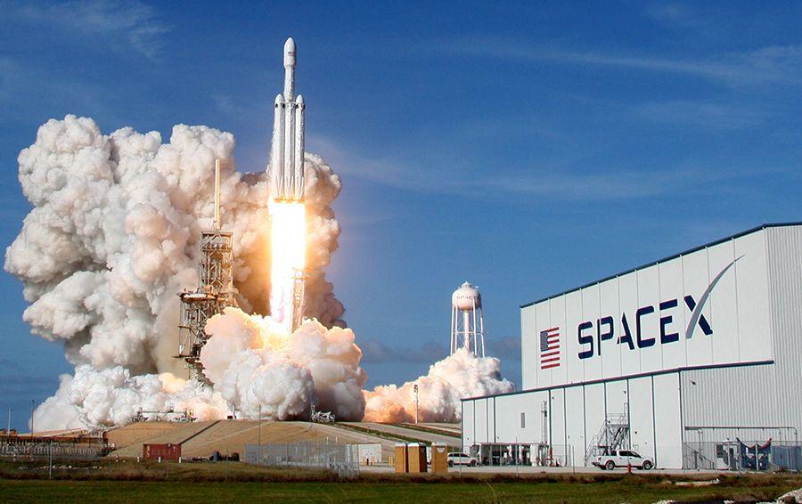 Тяжелая ракета от Илона Маска уже в космосе