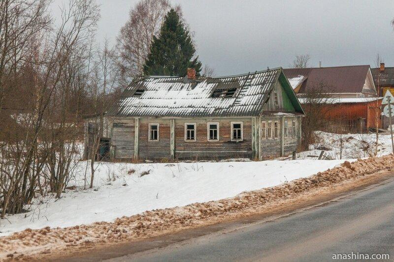 Заброшенный дом в деревне Ялосарь, Вологодская область