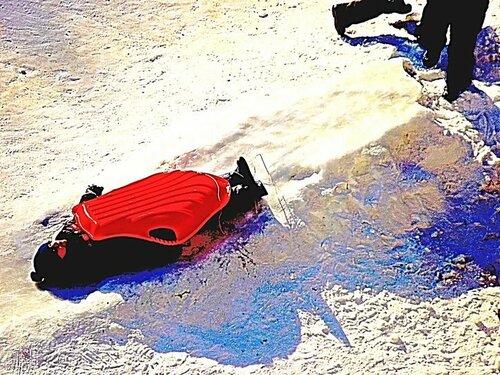 Зима в России. Хорошо кататься под корытом!